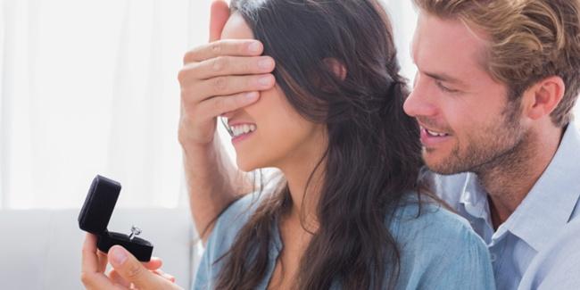 7 Perwatakan Wanita Yang Membuatkan Lelaki Ingin Melamarnya
