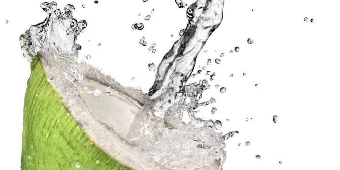 Air Kelapa Jadikan Kulit Wajah Mulus