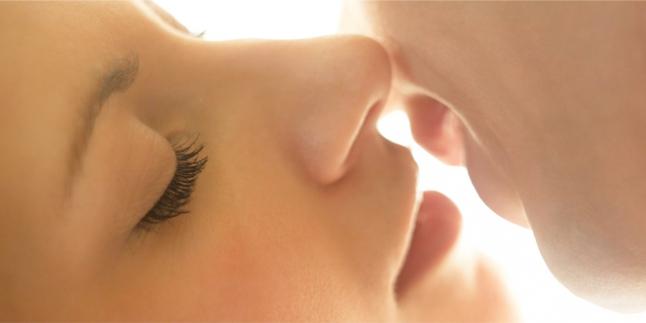MESTI BACA! 5 Fakta Tentang Ciuman