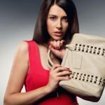 7 Cara Ketahui Peribadi Wanita Dengan Memegang Beg Tangan